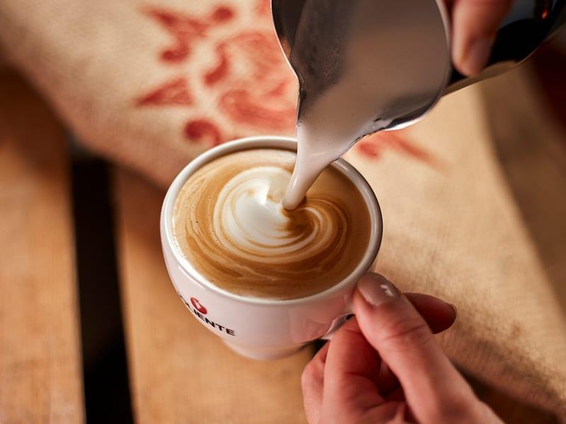 Milchalternativen im Kaffee – welche darf es sein?